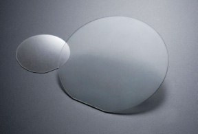 2-inch and 4-inch wafers featuring colorless transparency.