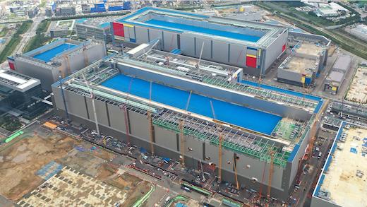 図2 建設している時のSamsungの平沢第2ライン 出典:Samsung